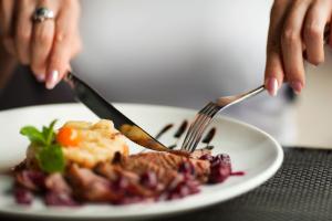 plate fork knife